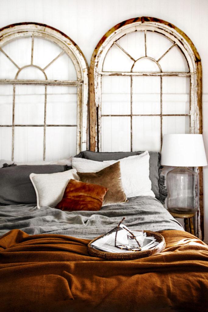 Få et soveværelse i varme nuancer af brun -