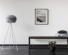 2085_eos_medium_light_grey_tripod_floor_white_gallery_environment
