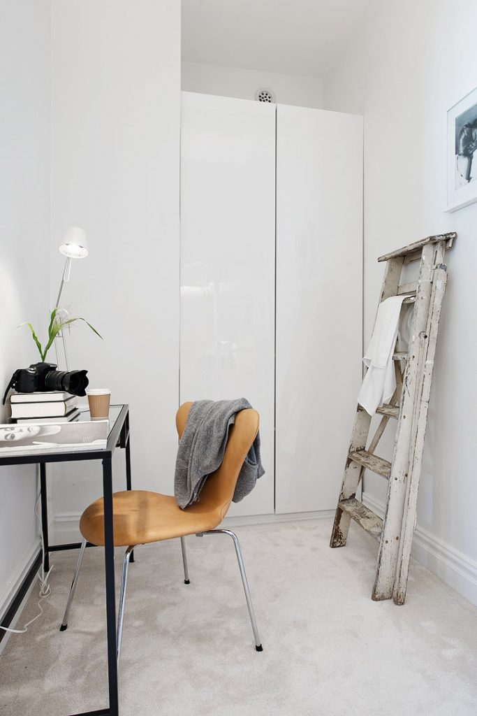 En studielejlighed med et utraditionelt soveværelse ...