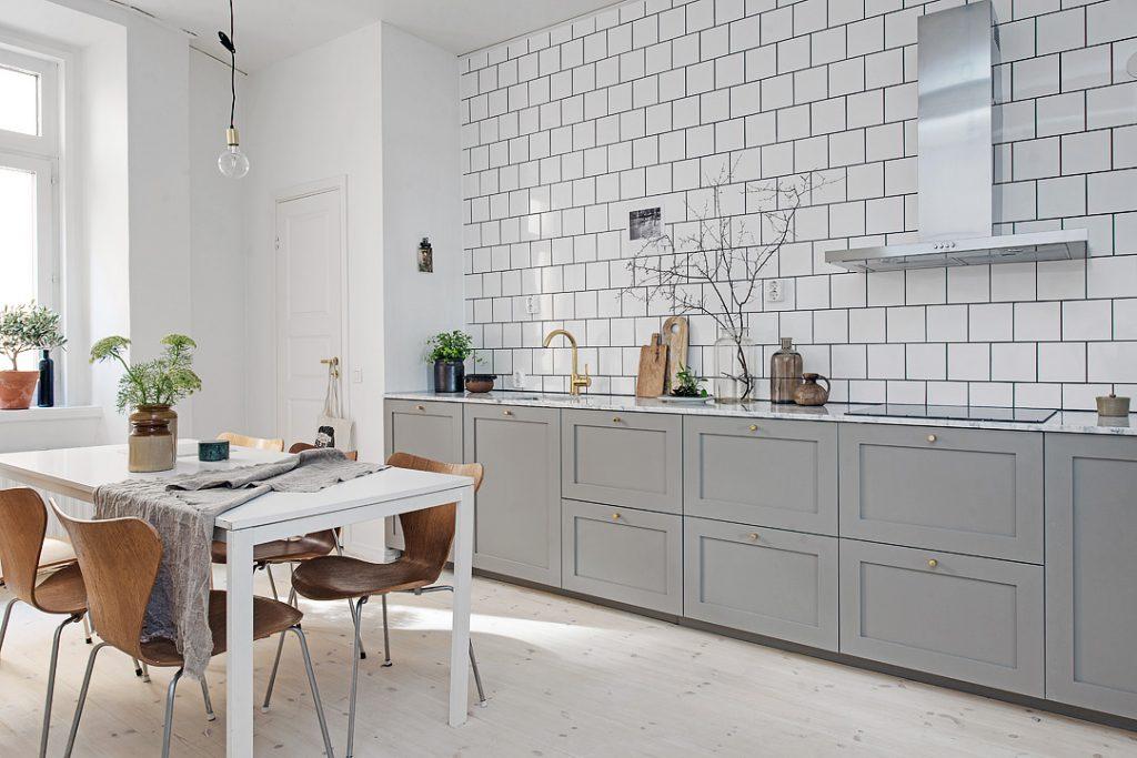 Picture of: Elegant Kokkenindretning Med Marmor Og Messing