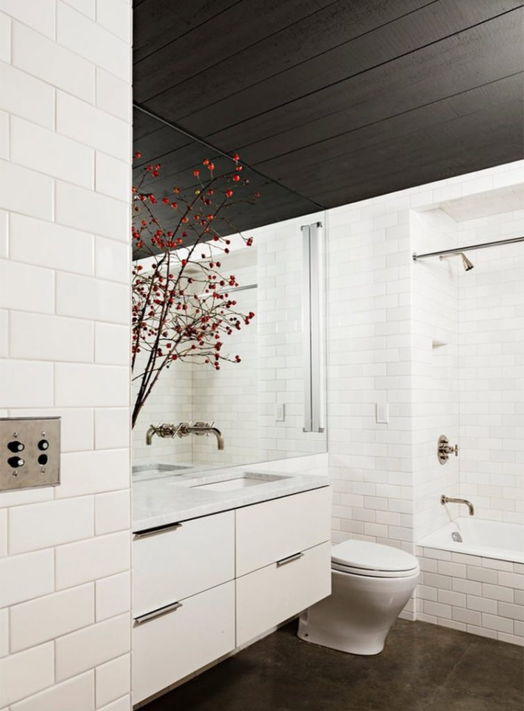 Indretning_badeværelse_hvide fliser_2