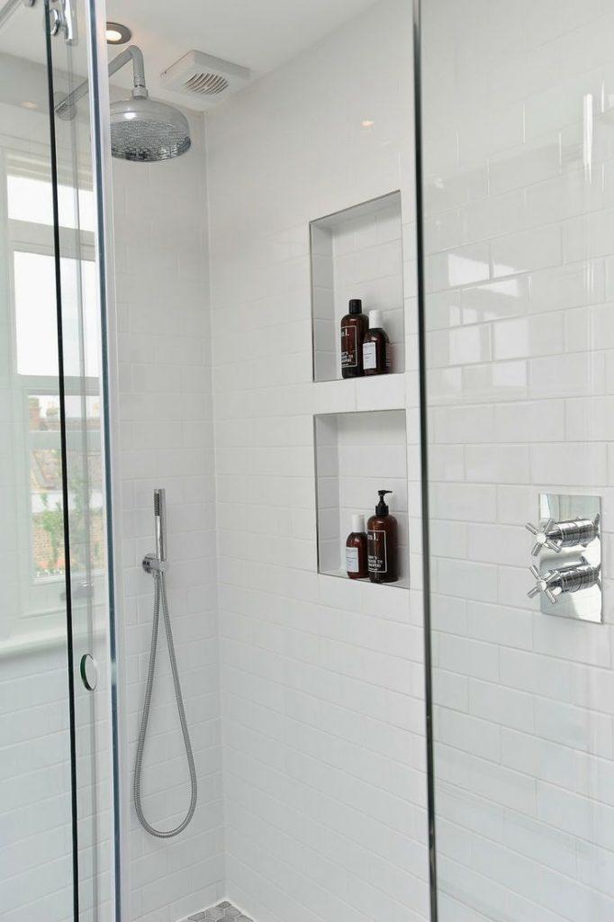 Indretning_badeværelse_hvide fliser_3