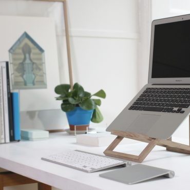 STANDING.DK Designed by Anita Valrygg, Rolf Glumsoe, Standing laptopstand (7)
