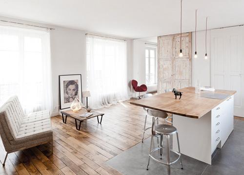 Køkkenindretning med kogeø i moderne og minimalistisk stil
